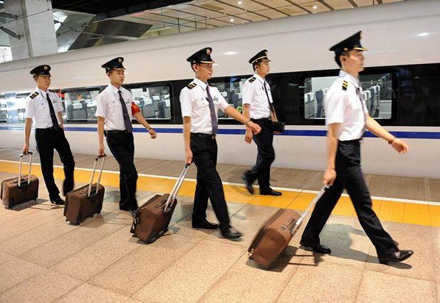 300余名毕业生顺利就业至北京地铁安检岗位